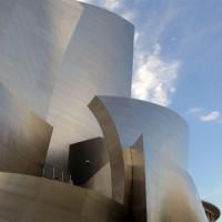 Zijkant van de Walt Disney Concert Hall