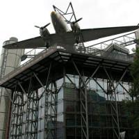 Vliegtuig boven het Technikmuseum