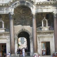 Poort naar het Paleis van Diocletianus