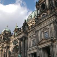 Schuin aanzicht van de Berliner Dom