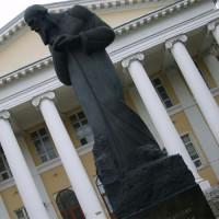 Standbeeld voor het Dostojevski-museum