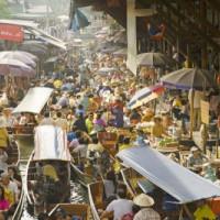 Drukte op de drijvende markten
