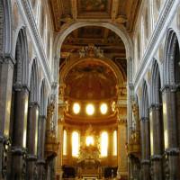 Middenbeuk van de Duomo Napels