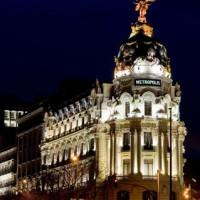 Nachtbeeld van het Edificio Metrópolis