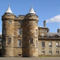 Zicht op Holyrood Palace
