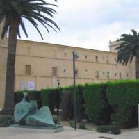 Beeld aan het Monasterio de San Miguel de los Reyes