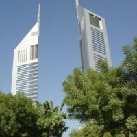 Zicht op de Emirates Towers