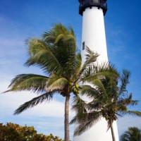Onder aan het Cape Florida Lighthouse