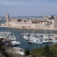 Zicht op Fort Saint-Jean en Fort Saint-Nicolas