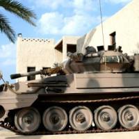 Tank bij het Fort van Umm al Quwain