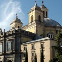 Buiten aan de Basilica de San Francisco El Grande