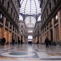 Binnen in de Galleria Umberto I