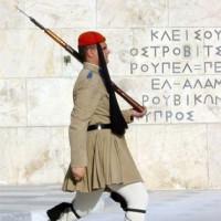 Traditionele wachter buiten het Grieks Parlement