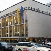 Zicht op de Hamburgische Staatsoper