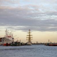 Zicht op de haven van Hamburg