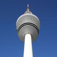 Onder aan de Heinrich-Hertz-Turm