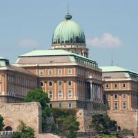 Zicht op het Historisch Museum van Boedapest