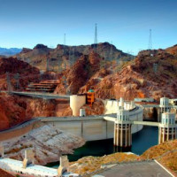 Boven aan de Hoover Dam