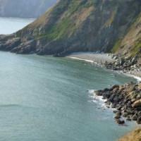 Zicht op de kust bij Howth