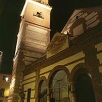 Nachtbeeld van de Iglesia de Los Mártires