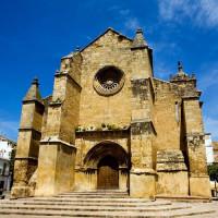 Voorkant van de Iglesia de Santa Marina