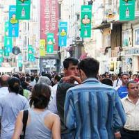 Wandelaars op de Istiklal Caddesi