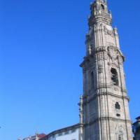 Onder aan de Torre dos Clérigos