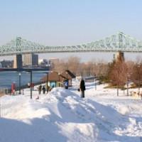 Sneeuw aan de Jacques Cartier-brug