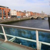 Zicht van op James Joyce Bridge