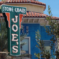 Naambord van Joe's Stone Crab