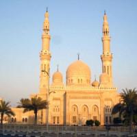 Vooraanzicht van de Jumeirah Moskee