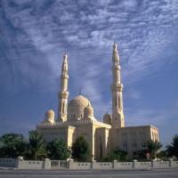 Zijaanzicht van de Jumeirah Moskee