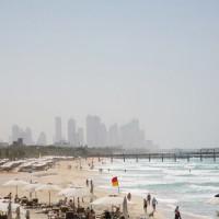 Toeristen op Jumeirah Beach