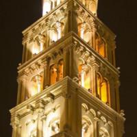 Toren bij nacht
