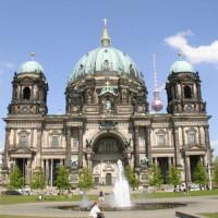 Voorgevel van de Sankt-Hedwigs-Kathedrale