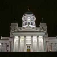 Onder aan de Kathedraal van Helsinki