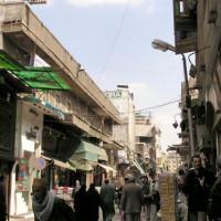 Wandelaars in de Khan el-Khalili
