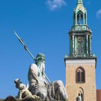 Standbeeld  voor de St. Marienkirche