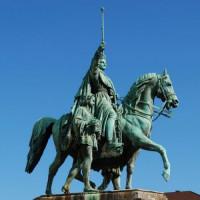 Ruiterstandbeeld op de Koninklijke Lanen