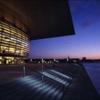Nachtbeeld bij het Operahuis van Kopenhagen
