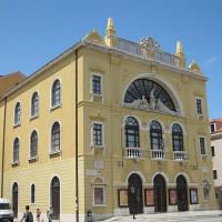 Zijaanzicht van het Kroatisch Nationaal Theater