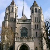 Vooraanzicht Kathedraal van Saint-Bénigne