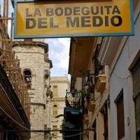 Straatbeeld bij La Bodeguita del Medio