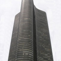 Onder aan de Lake Point Tower