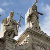 Beelden op de San Giovanni in Laterano-basiliek