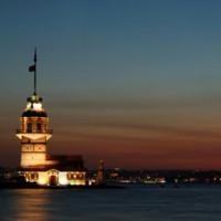 Nachtbeeld van de Leandertoren