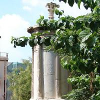 Zicht op het monument van Lysicrates