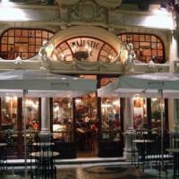 Nachtbeeld van Café Majestic