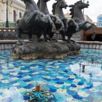 Paardenbeelden op het Manegeplein
