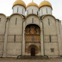 Deur van de Maria-Hemelvaartkathedraal